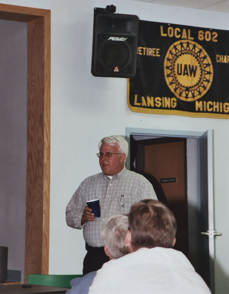 image of Fisher Body Plant Manager Randy Thayer addreses a group of UAW Local 602 members at the union hall.